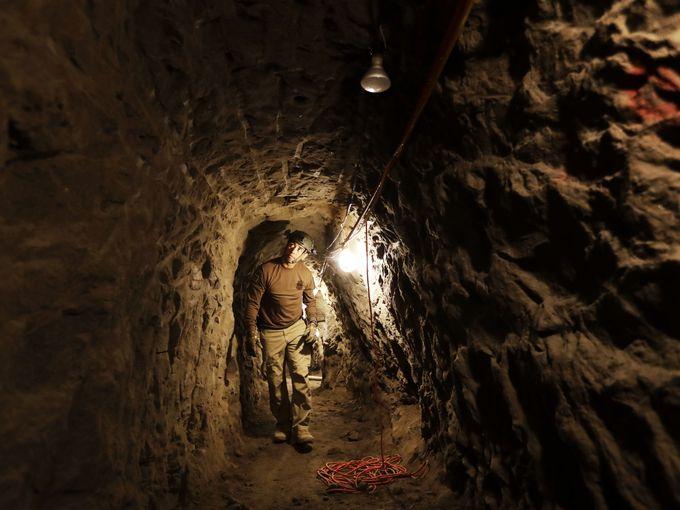 Boarder Tunnel.jpg