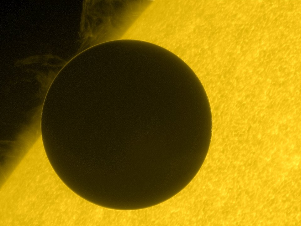 Click image for larger version.  Name:Hinode_Views_the_2012_Venus_Transit.jpg Views:16 Size:90.9 KB ID:58836
