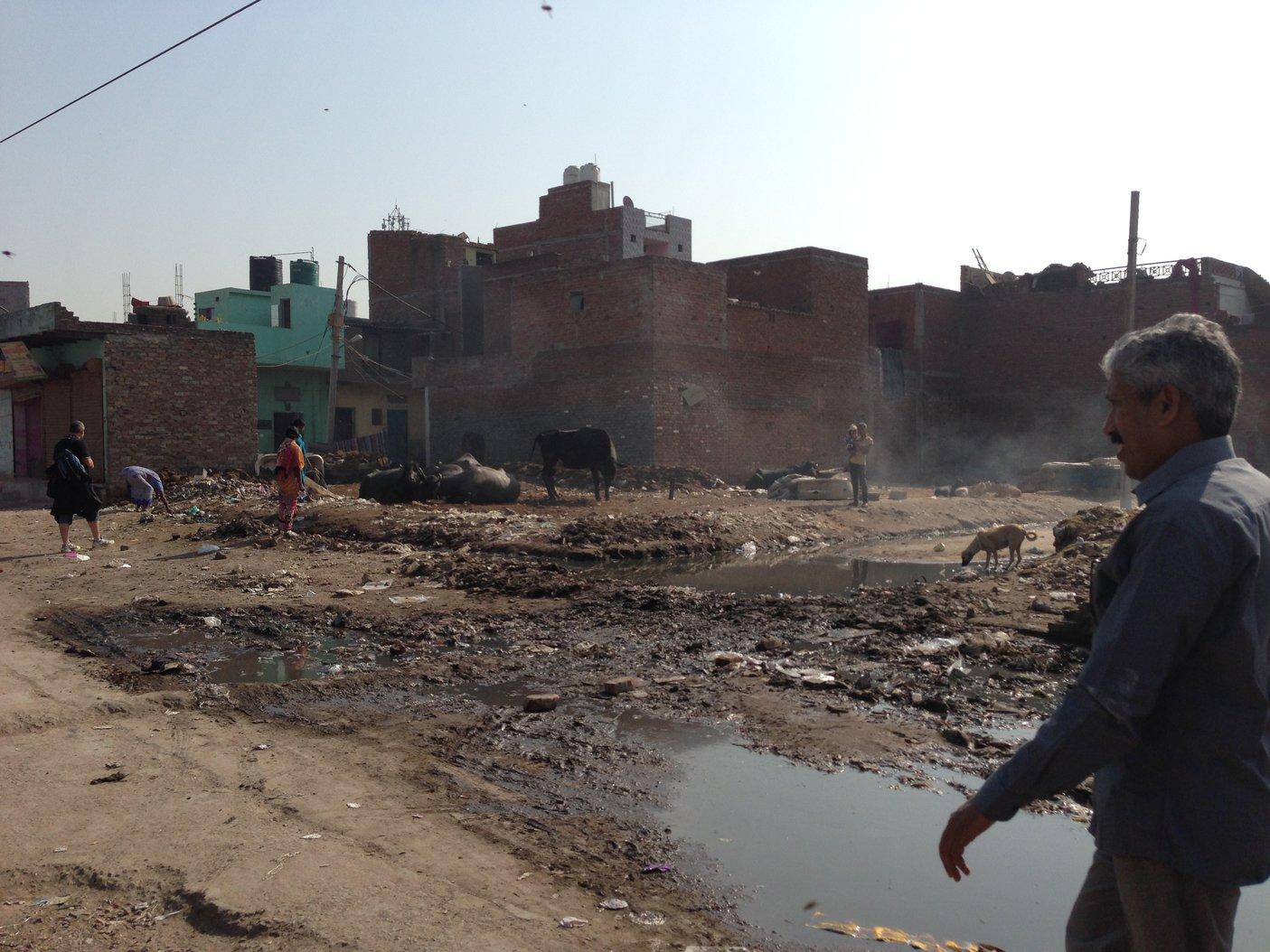 Click image for larger version.  Name:IMG_1353 - Delhi slums.jpg Views:23 Size:247.2 KB ID:56632